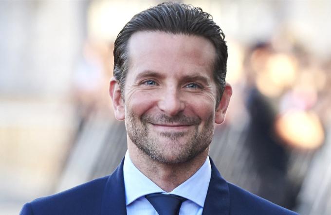 """<p> Theo<em>Today,</em>Bradley Cooper vừa chi 13 triệu USD mua biệt thự mới tại khu West Village của New York. Tài tử có một năm thành công khi tác phẩm <a href=""""https://giaitri.vnexpress.net/tin-tuc/phim/sau-man-anh/bradley-cooper-hat-cung-lady-gaga-trong-phim-moi-3760151.html""""><em>A Star is Born </em></a>do anh đạo diễn và đóng chính cùng Lady Gaga được khán giả và giới chuyên môn đón nhận.</p>"""