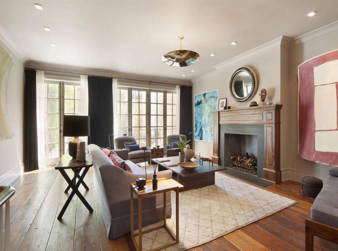<p> Thiết kế phòng khách có nhiều nội thất gỗ, gợi cảm giác ấm cúng.</p>