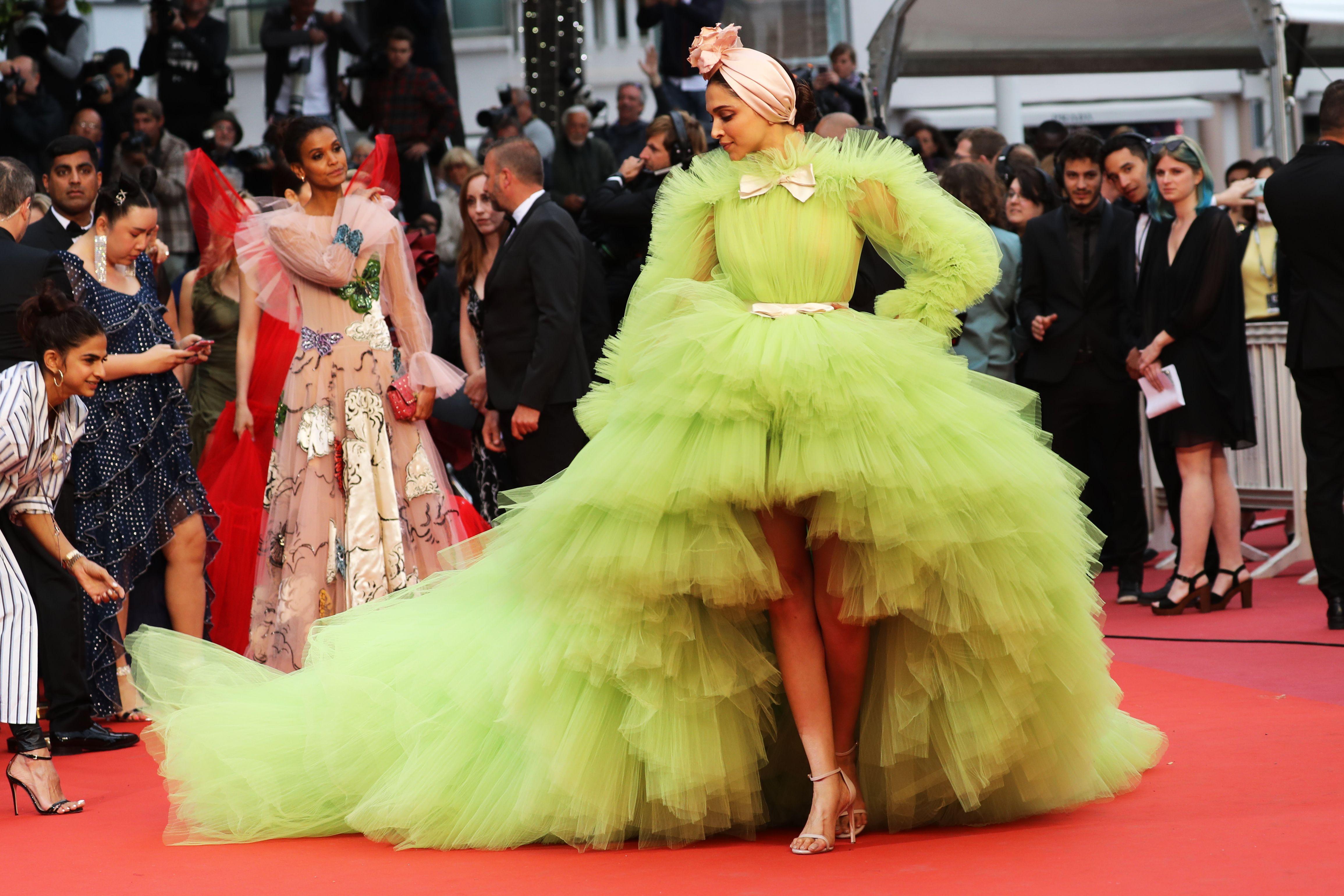 Váy quá khổ được ưa chuộng ở Cannes 2019 1