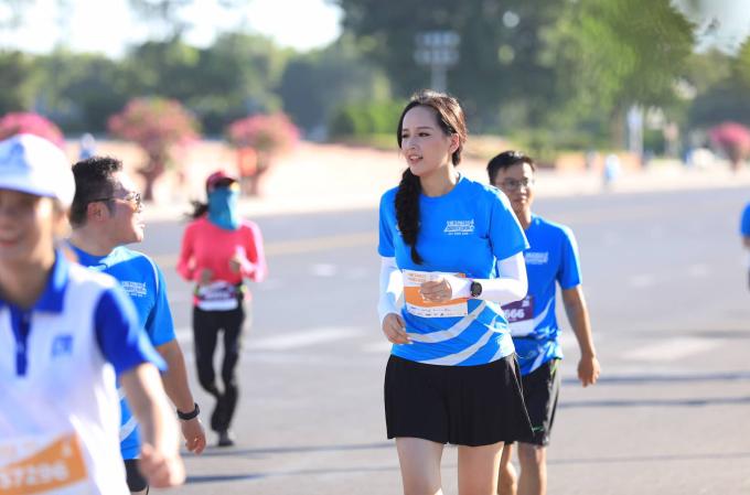 <p> Trên đường chạy, cô và các chân chạy khác thường xuyên trò chuyện, trao đổi cách giữ sức để chinh phục hành trình.</p>