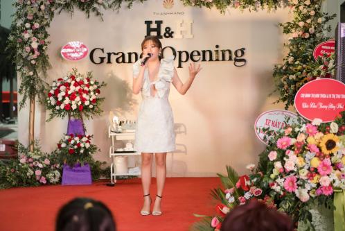 Showroom chăm sóc sắc đẹp 200m2 của H&H tại Quảng Ninh - 3