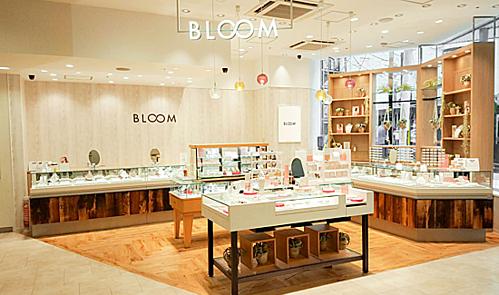 Bông tai thiết kế mỏng sẽ được bán tại BLOOM Sài Gòn.