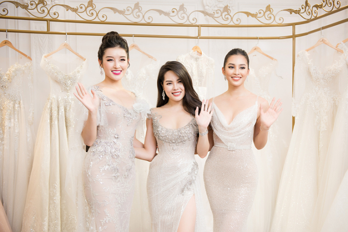 CEO Diamond Rose Nguyễn Hồng Nhung (giữa) cùng Hoa hậu Tiểu Vy và Á hậu Huyền My. Nguyễn Hồng Nhung có 5 năm trong lĩnh vực kinh doanh luxury tại Hà Nội. Nữ doanh nhân góp phần mang JoliPoli đến Hà Nội, đang nắm giữ vai trò CEO của Joli Poli Hà Nội. Diamond Rose là một trong những địa chỉ hàng đầu về kim cương,trang sức cưới và đồng hồ từ các thương hiệu nổi tiếng thế giới.