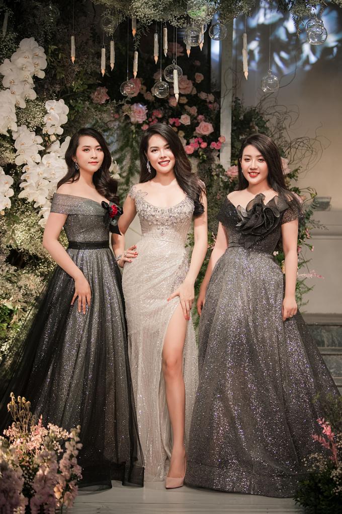 NTK cho biết váy cưới đính kim cương là biểu trưng hạnh phúc vĩnh cửu như sự trường tồn của dòng đá quý này trong tự nhiên. Viên kim cương đính trên mẫu váy có giá một triệu USD, thuộc sở hữu thương hiệutrang sức Diamond Rose.
