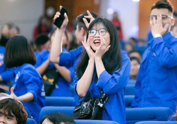 Chia sẻ về chiến thắng vui hết nấc này, một sinh viên của trường cho biết: Giải thưởng quá đã cho hơn 2 tiếng chúng mình cổ vũ nhiệt tình các đội thi, nhưng hơi tiếc vì đội TDC của trường không được vào vòng tiếp theo.