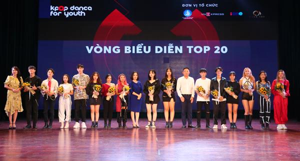 Tối 10/11 tại hội trường A2 Đại học Kinh tế Quốc dân đã diễn ra vòng Biểu diễn cuộc thi Kpop Dance For Youth dành cho học sinh, sinh viên toàn thành phố Hà Nội.