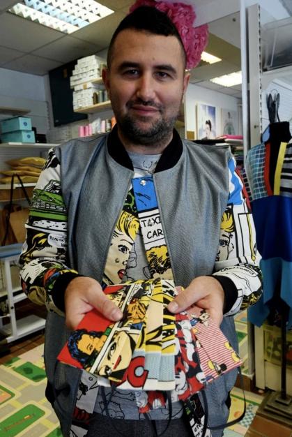 Nhà thiết kế 39 tuổi Zoran Aragovic (sống tại Croatia) sáng tạo ra loại khẩu trang với họa tiết các nhân vật trong truyện tranh, phim hoạt hình nổi tiếng của Disney.