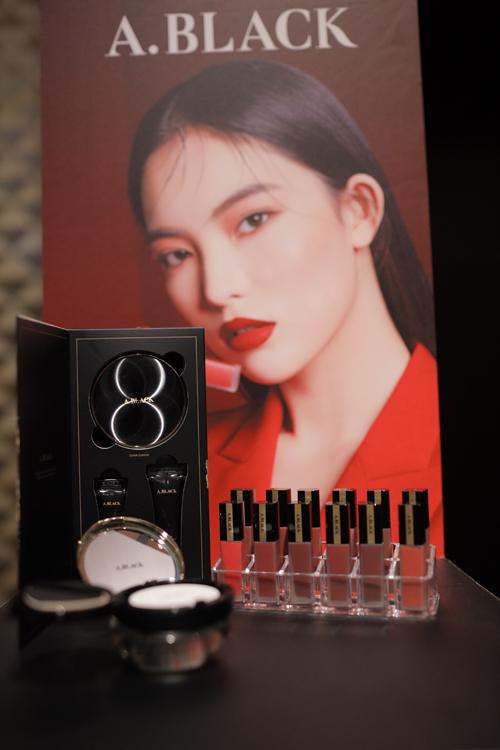 Vừa qua tại khách sạn Caravelle Sài Gòn, Tập đoàn CLIO Hàn Quốc công bố thương hiệu mỹ phẩm A.Black gồm sont và cushion chính thức có mặt tại thị trường Việt Nam.