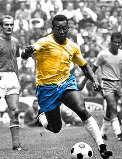 Pelé - cầu thủ được mệnh danh vua bóng đá. Ảnh: NXB Trẻ.