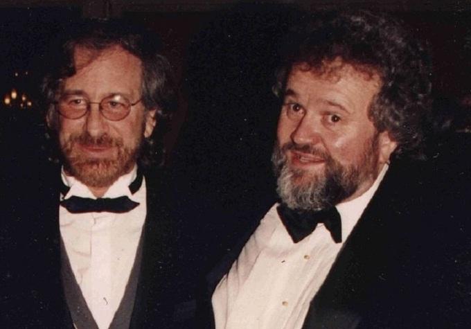 Allen Daviau (phải) và Steven Spielberg. Ảnh: Wikimedia Commons.