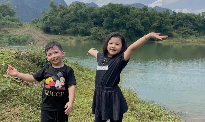 Cô cho biết cả gia đình cô khám phá khu trang trại của gia đình người thân với hồ nuôi cá, khu nuôi gia cầm, động vật.