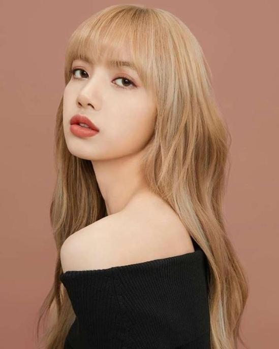 Lisa là thành viên của nhóm nhạc Hàn Quốc Black Pink. Ảnh: YG.