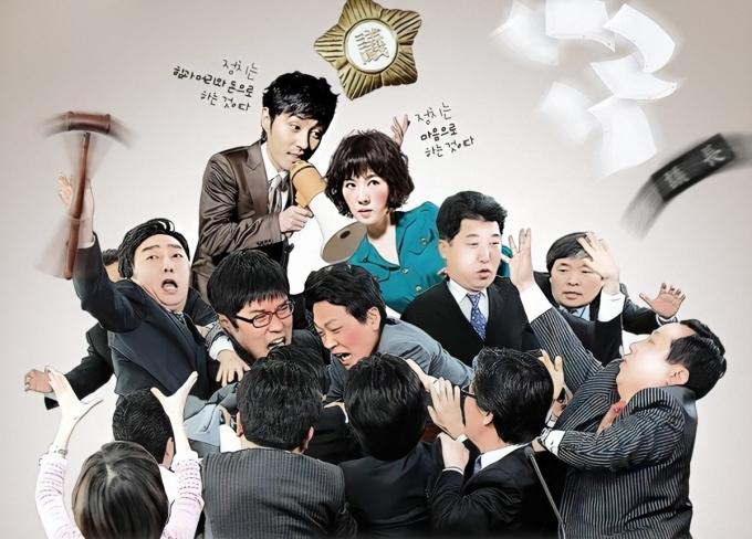 Biên kịch Kim Eun Sook khai thác đề tài chính trị trong Nữ thị trưởng dướigóc nhìn hài hước, lãng mạn.Kim Sun Ahhóa thân Mi Rae - bà cô 36 tuổi có phần luộm thuộm, chuyênphục vụ trà nước trong tòa thị chính. Sau loạt sự kiện không tưởng, côbất ngờ được bầu làm thị trưởng trẻ nhất Inju. Trong quá trình cải cách bộ máy, diệt trừ quan liêu, côvướng mối tình với quan chức trẻ Joo Gook (Cha Seung Won).  Theo Naver, nhiều khán giả thích diễn xuất của Kim Sun Ah, đem đến hình ảnh nữ thị trưởng dễ gần, tốt bụng. Tập cuối đạt rating 19.6%.