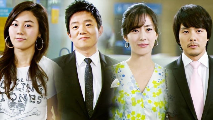 Sóng gió hậu trường lọt top 10 phim hay nhất Hàn Quốc năm 2008. Chỉ tính riêng tại Nhật, giá bản quyền mỗi tậplên tới 60 triệu won. Theo Naver, tác phẩm phản ánh chân thựccông việc và hành trình chông gaicủa những người theo đuổi giấc mơ điện ảnh. Loạt quan hệ rắc rối, những lần chạm trán giữa ngôi sao, quản lý, biên kịch vànhà sản xuất...được khai thác triệt để. Khán giả đánh giá Biên kịchKim Eun Sooktạo bạo khi phơi bày góc khuất showbiz Hàn nhưdiễn viên bất chấp thủ đoạn để nổi tiếng, kẻ có quyềndùng tiền thao túng quảng cáo, truyền thông... Phim quy tụdàn saohạng A gồmSong Yoon Ah,Kim Ha Neul, Lee Bum Soo, Park Yong Ha.