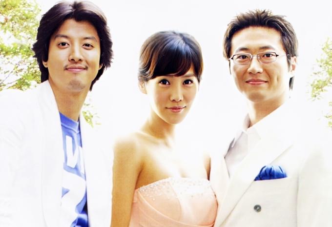 Chuyện tình Paris là một trong những phim truyền hình đạt tỷ lệ người xem (rating) cao nhất Hàn Quốc mọi thời, tập cuối rating lên đến 56,3%. Nội dung xoay quanhchuyện tình tay bagiữaKang Tae Young (Kim Jung Eun) vàHan Ki Joo (Park Shin Yang) và Yoon Soo Hyuk (Lee Dong Gun đóng). Tại Paris (Pháp), hai chàng trai giàu có đều phải lòng cô gái nghèo, nhiều tình huống bi hài diễn ra khiến cuộc sống của họ thay đổi. Theo Naver, phần kết phim khiến người xem bức xúc khi toàn bộ câu chuyệnchỉ là kịch bản phim, được nhào nặn và hư cấu dưới bàn tayKang Tae Young. Biên kịch Kim Eun Sook tin rằng đây là cách xử lý tình huống hay và bất ngờ nhất, tuy nhiên khán giả không đồng tình. Dự ánđoạt Giải thưởng đặc biệt tại SBS Drama Awards và Kịch bản truyền hình hay nhất tạiBaeksangArts Awards.