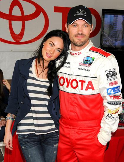 Megan Fox ủng hộ chồng Brian Austin Green tại sự kiện đua xe cho người nổi tiếng năm 2010. Ảnh: Film Magic.