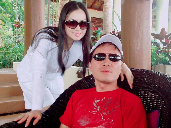 Hà Phương bên chồng - tỷ phú Chính Chu - khi ở nhà tránh dịch.
