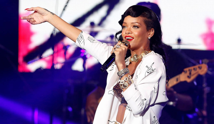 Năm 2012, tờ Forbes công bố Rihanna là ca sĩ nổi tiếng nhất trên mạng xã hội. Cô nhận giải Grammy thứ ba với All of the Lights hát cùng Kanye West. Album Unapologetic phát hành cùng năm, trở thành album đầu tiên của Riri đứng đầu bảng xếp hạng Billboard Hot 200. Hai đĩa đơn Diamonds và We Found Love của cô đều trở thành hit toàn cầu, đạt doanh thu hàng triệu bản.Giai đoạn này, Rihanna bắt đầu thử sức tại các lĩnh vực thời trang, điện ảnh. Cô làm mẫu trong show nội y của Victorias Secret, đóng phim Home cùng Jennifer Lopez.