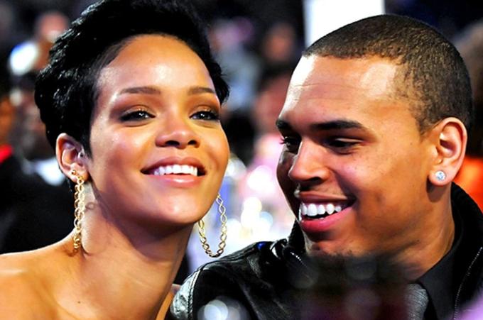 Cùng năm, cô bắt đầu hẹn hò ca sĩ Chris Brown. Hai người là cặp sao sáng trong làng nhạc thế giới lúc bấy giờ. Mối tình ồn ào khi Rihanna kiện bạn trai bạo hành năm 2009. Chris Brown thú nhận và bị quản thúc 5 năm, cấm lại gần Rihanna trong khoảng cách 50 m. Hai người tái hợp năm 2013 nhưng chia tay sau vài tháng.