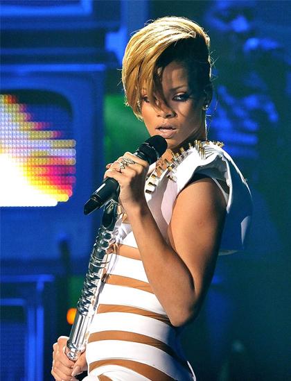 Đầu thập niên 2010, Rihanna đổi phong cách âm nhạc với các tác phẩm chịu ảnh hưởng từ pop, hiphop và nhạc điện tử nhiều hơn. Cô phát hành album Rated R, được tạp chí Rolling Stone đánh giá là sản phẩm nhạc pop hay nhất năm. Cô cũng hợp tác nhiều rapper nổi tiếng như Eminem, T.I hay Kanye West và có nhiều bản hit thành công.