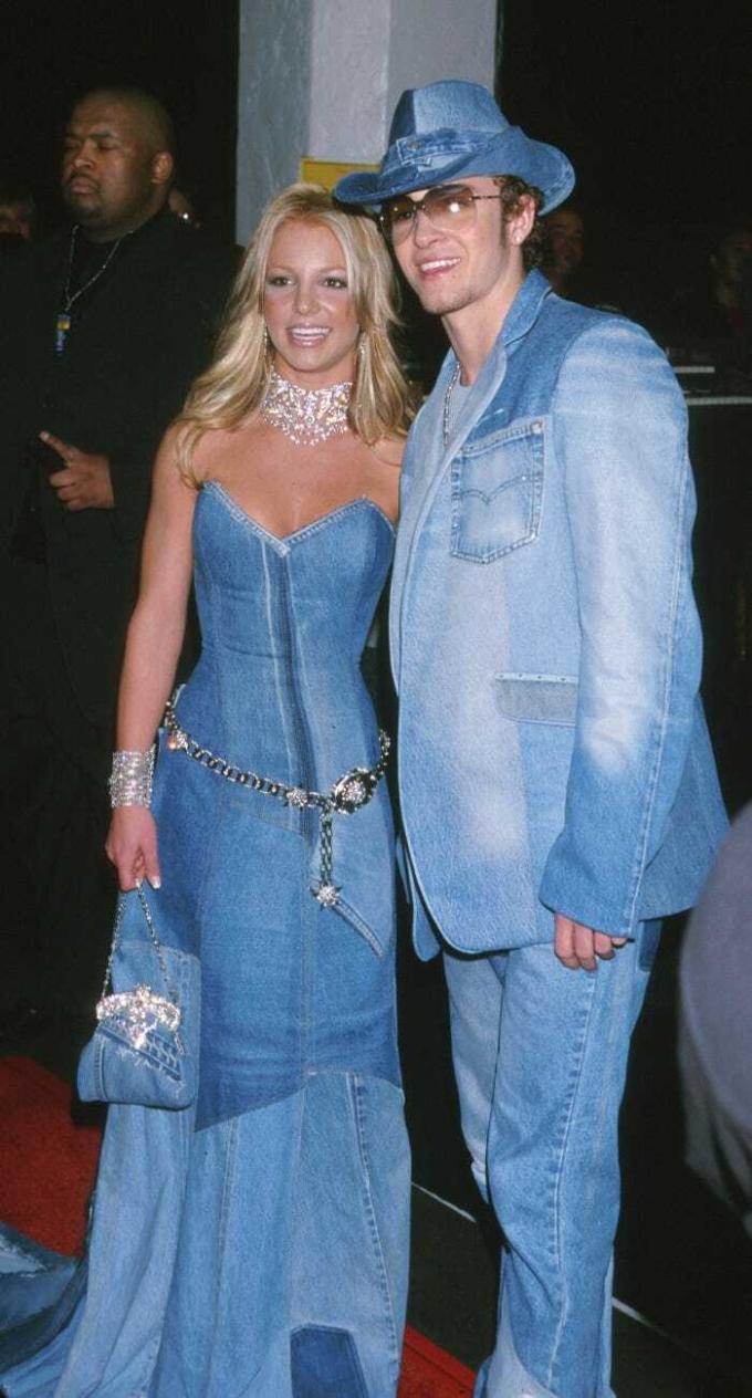 Lịch sử làng mốt còn ghi nhớ bộ trang phục denim của Britney và Justin Timberlake