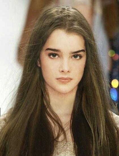 Năm 15 tuổi, Brooke tiếp tục gây ồn ào với các bộ phim nhiều cảnh nóng The Blue Lagoon (Eo biển xanh) và Endless Love