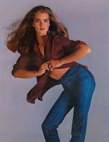 Dự án quảng cáo quần bò với Calvin Klein năm 1980 giúp Shields thành biểu tượng thời trang. Trong đoạn phim quảng cáo, cô nói: Bạn biết thứ gì nằm giữa tôi và chiếc quần? Không gì cả. Cô ám chỉ không mặc nội y khi chụp bộ ảnh. Chiến dịch quảng cáo giúp hãng thời trang tăng mạnh doanh số mạnh mẽ. Theo Harpers Bazaar, Brooke Shields làm mẫu ảnh bìa cho hơn 300 số ảnh bìa trong giai đoạn từ năm 1980 đến 1985.
