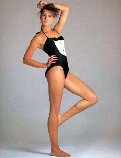 Từ cuối thập niên 1980, Brooke Shields theo đuổi hình ảnh khỏe khoắn, năng động. Nhiều tạp chí thời trang đánh giá cô góp phần khuyến khích phụ nữ diện đồ thể thao, là minh chứng chúng không làm giảm sự nữ tính của họ.