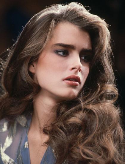 Brooke Shields nổi tiếng với mái tóc xoăn, hàng lông mày dày. Tờ Vogue nhận xét cô là người trang điểm lông mày đẹp nhất Hollywood. Trên màn ảnh, cô được biết đến với hình ảnh cô gái quyến rũ, dịu dàng nhưng luôn dám chủ động trong chuyện tình cảm.