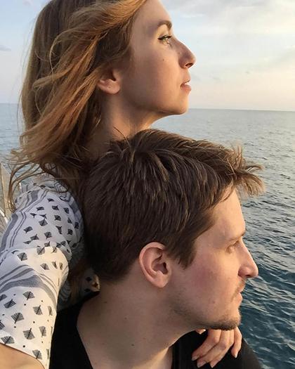Edward Snowden bên bạn gái cũ - Lindsay Mills. Ảnh: Express.