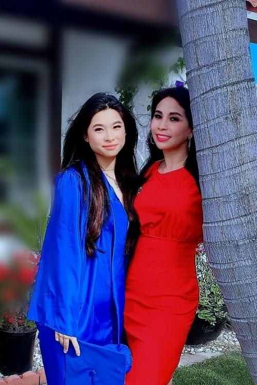 Lý Hương bay đi bay về giữa Mỹ và Việt Nam để thăm con gái.