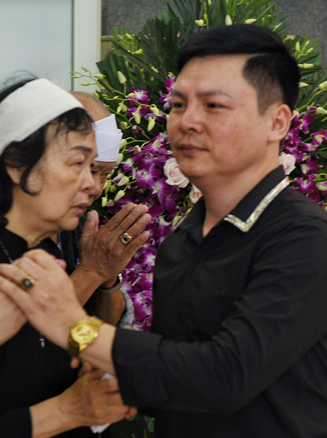 Nghệ sĩ Bình Trọng chia buồn cùng gia đình người thầy quá cố của anh.
