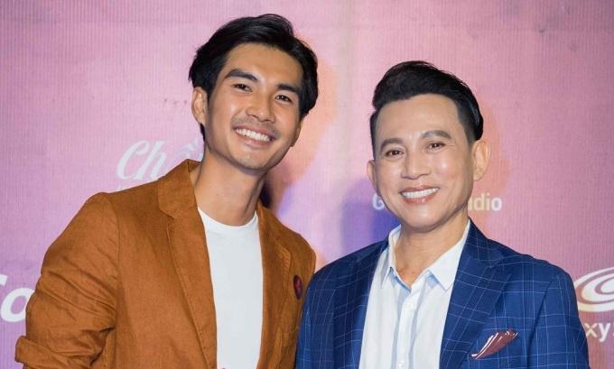 Đạo diễn Hữu Tiến (phải) và nam chính Xuân Nhản. Ảnh: Galaxy.