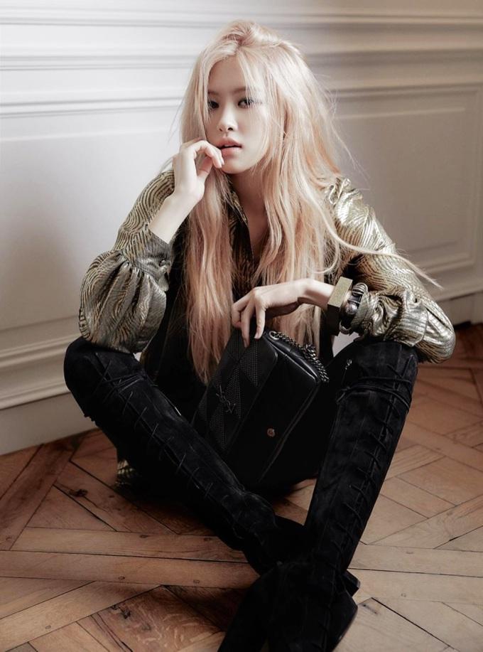 Ca sĩ lên bìa tạp chí W Korea với cây Saint Laurent gồm: