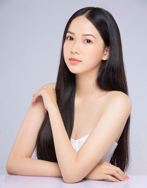Phạm Thị Phương Quỳnh sinh năm 2000, quê ở Đồng Nai, là một trong những gương mặt gây chú ý trên fanpage cuộc thi. Cô được nhận xét có vẻ đẹp dịu dàng, phù hợp với tiêu chí Hoa hậu Việt Nam.