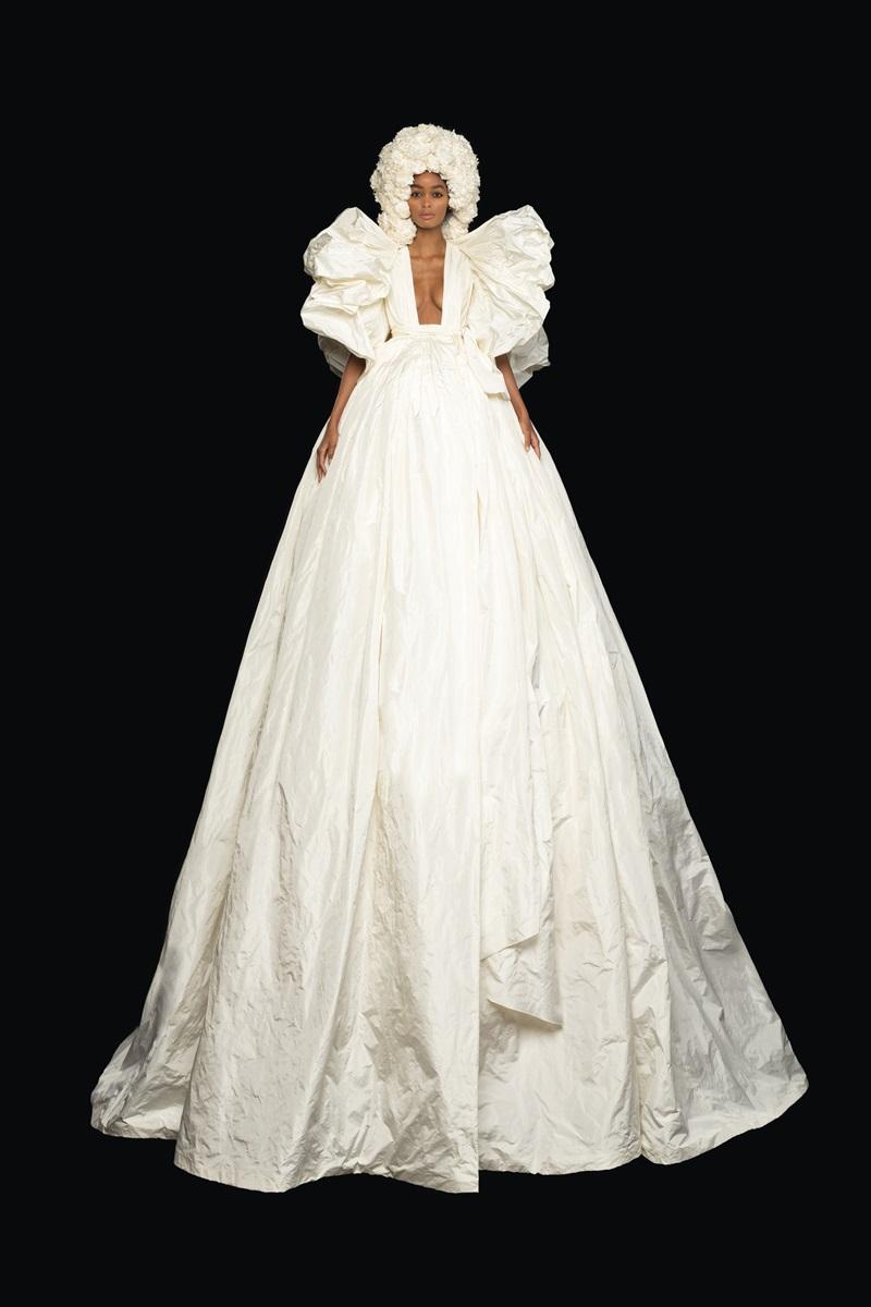 Đầm couture khổng lồ của Valentino 1
