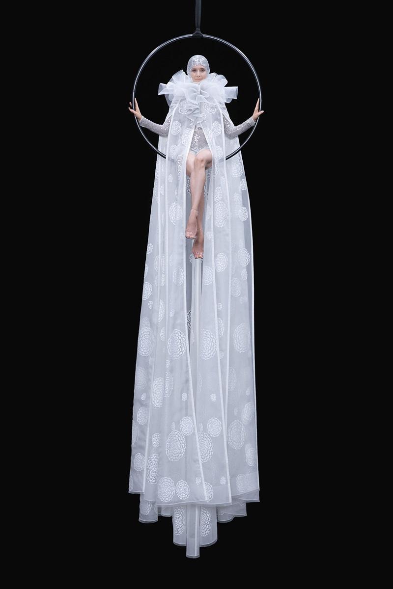 Đầm couture khổng lồ của Valentino 3