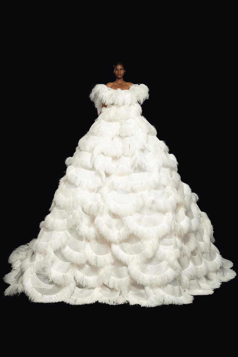 Đầm couture khổng lồ của Valentino 4