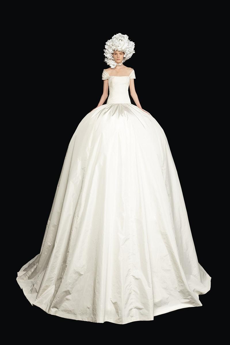 Đầm couture khổng lồ của Valentino 5