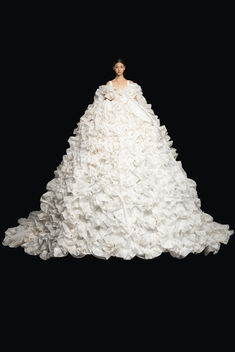 Đầm couture khổng lồ của Valentino 6