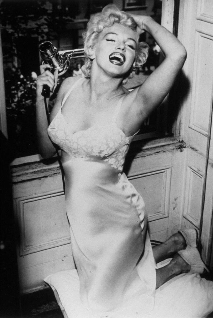 Váy ngủ trở nên nổi tiếng khi Marilyn Monroe diện nó trong bộ phim lãng mạn, hài hước The Seven Year Itch năm 1955.