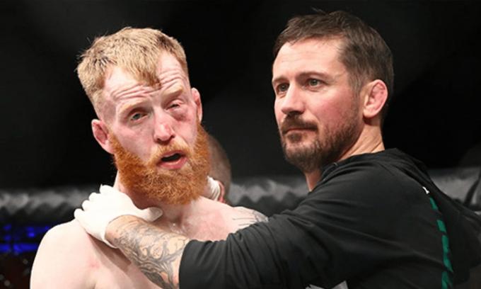 Võ sư John Kavanagh (phải) đề nghị huấn luyện Elon Musk cho trận đấu với Johnny Depp. Ảnh: AP MMA.