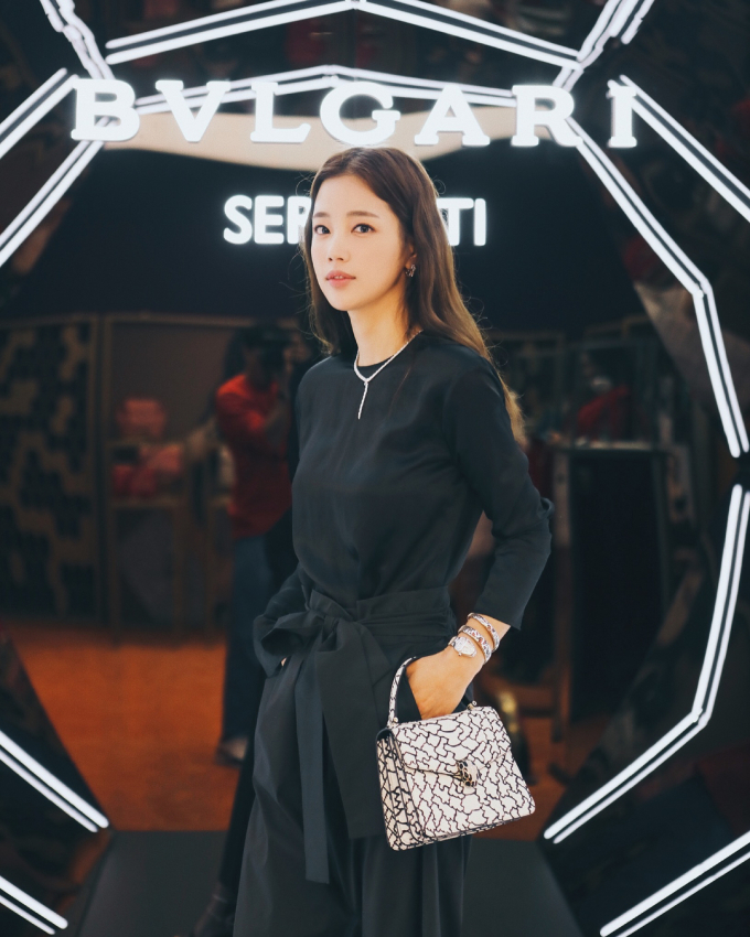 Theo Naver, Ki Eun Se
