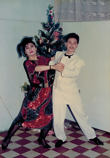 Tình yêu bộ môn khiêu vũ giúp vợ chồng Nguyễn Hưng gắn chặt nhau trên sàn nhảy lẫn trong đời sống. Họ từng cùng biểu diễn dancesport ở các sự kiện, mở lớp khiêu vũ. Thập niên 1980, sau khi vợ sang Canada định cư, Nguyễn Hưng cũng đi theo diện đoàn tụ gia đình. Ở xứ người, anh vẫn duy trì niềm đam mê ca nhạc, vũ đạo.
