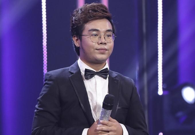 Bé Châu Nguyễn Huy tham gia cuộc thi Ca sĩ ẩn danh.