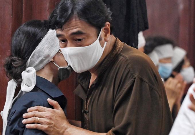 NSND Mạnh Cường chia sẻ với người nhà nghệ sĩ. Anh gọi Trần Phương là cha bởi được ông dìu dắt, chỉ dạy khi mới vào nghề. Ảnh: Giang Huy.
