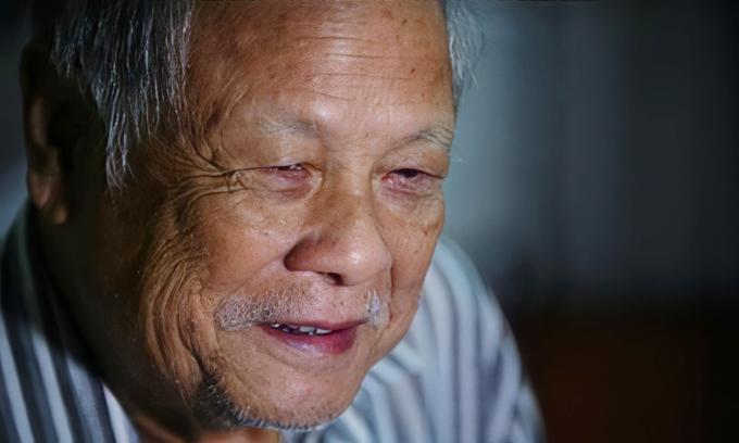 Nghệ sĩ Trần Phương ở tuổi 85. Lúc này, sức khỏe ông đã yếu, lúc nhớ lúc quên và thường nghĩ tới chuyện sống - chết. Ảnh: Quý Đoàn.
