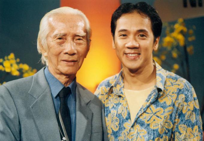 Cố soạn giả Viễn Châu (trái) bên nghệ sĩ Thành Lộc. Ảnh: Thanh Hiệp.