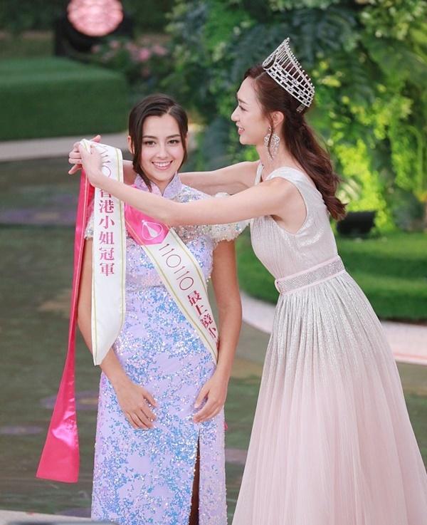 Ngoài danh hiệu cao nhất, Tạ Gia Di còn đoạt giải Người đẹp ăn ảnh nhất. Ảnh: Sina.