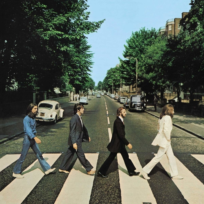 Bìa album Abbey Road do Iain MacMillan thực hiện.